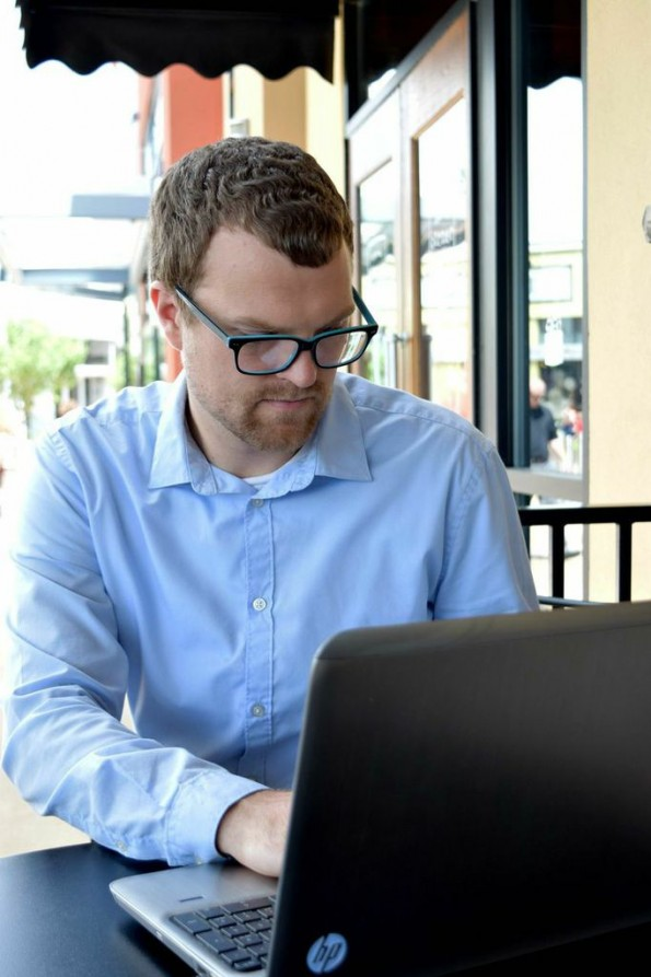 Dave Williams working with his Writizmo software (photo by Ali Anderson)