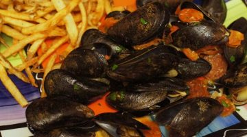Scheff's Table: Chorizo-spiked Steamed Mussels
