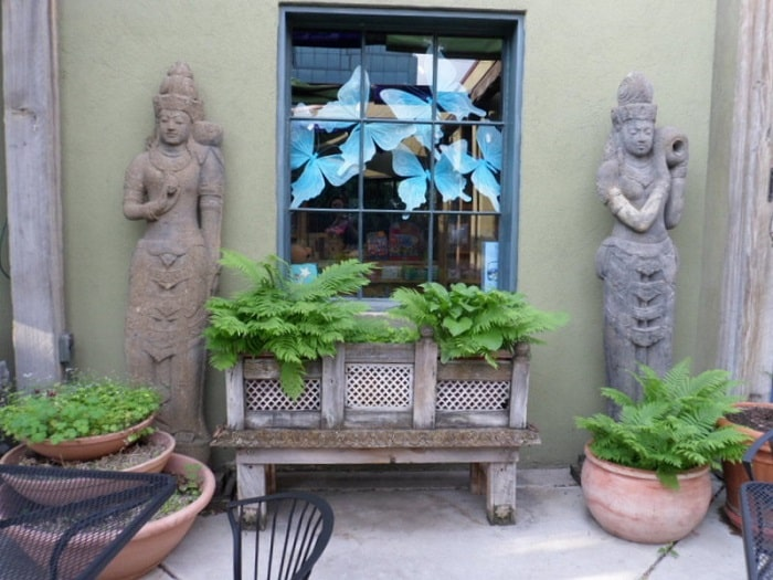 The Oasis Cafe in Salt Lake City is truly a jewel of a retreat in which to enjoy great food, good libations, and cherished company.